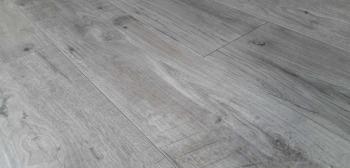 Ламінат Grun Holz Naturlichen spiegel Дуб Баварія сірий (93402)